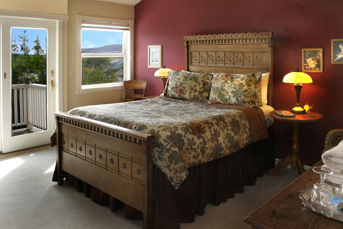 Romantic Point Reyes getaway bed and breakfast lodging